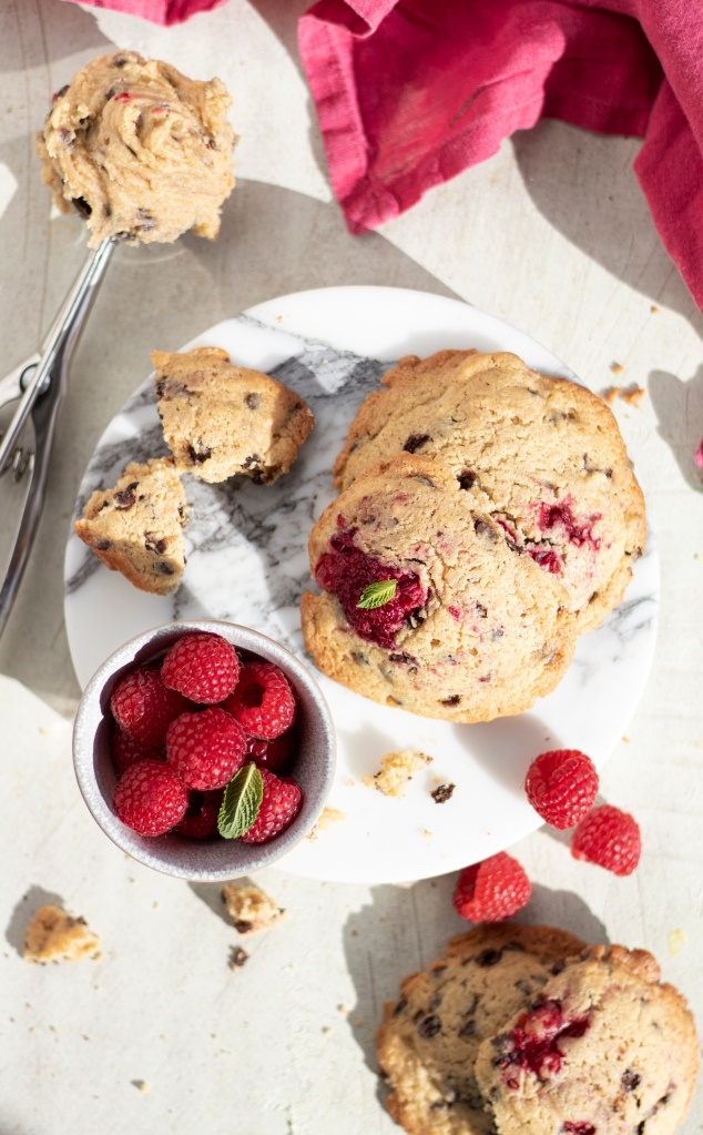 Chocolate chip cookies, raspberry.